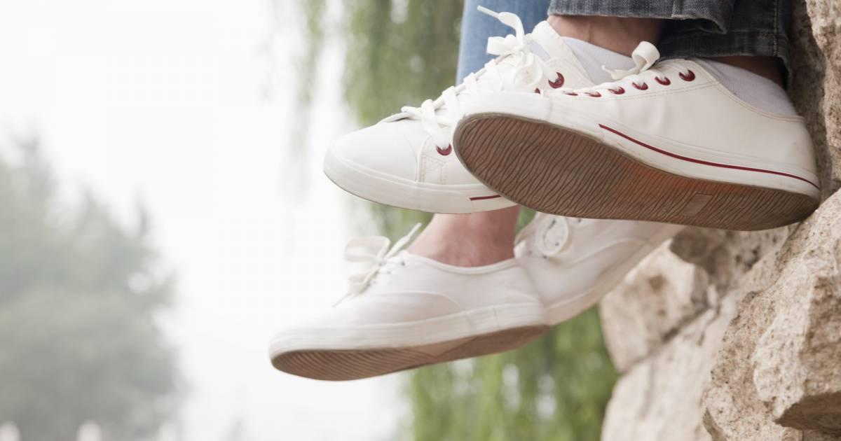 L 39 incroyable astuce pour nettoyer les baskets blanches terrafemina - Nettoyer basket blanche ...