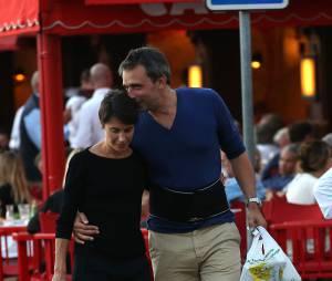 Alessandra Sublet et son mari Clément Miserez en balade sur le port de Saint-Tropez, le 10 juillet 2015