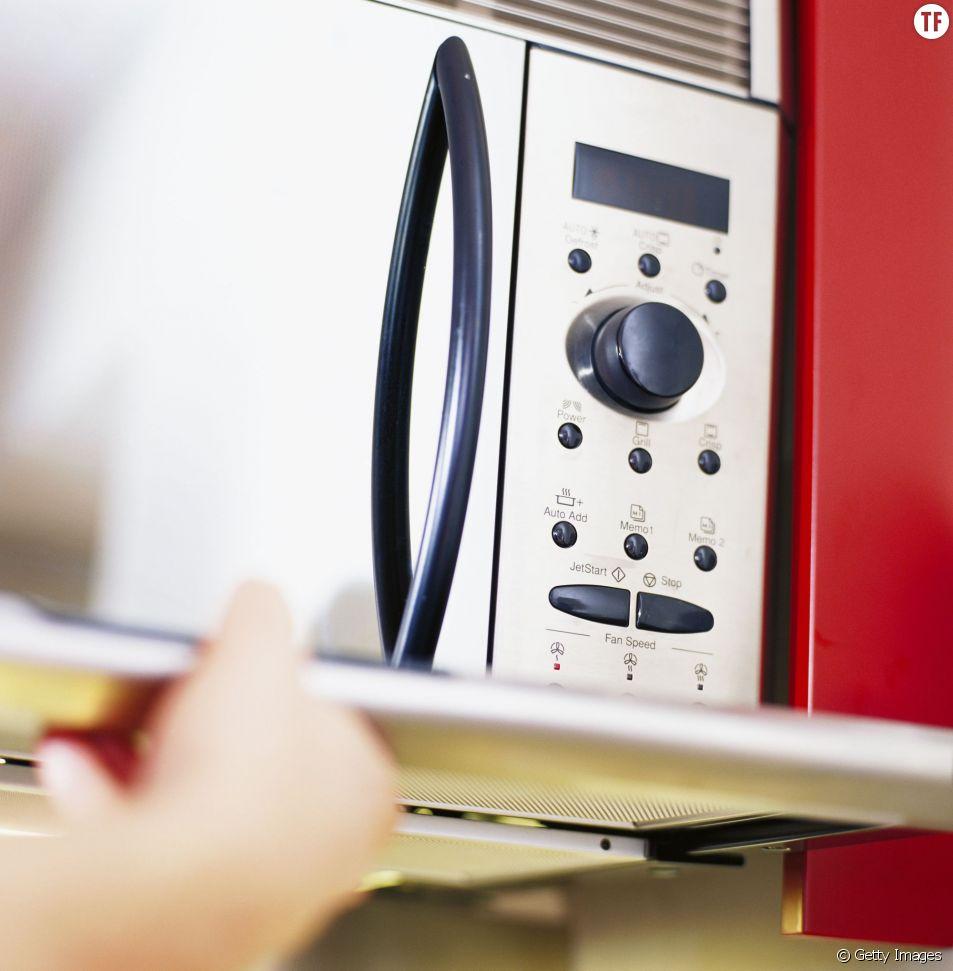 Comment nettoyer facilement son four à micro-ondes