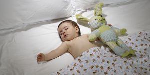 Combien d'heures un enfant doit dormir la nuit : les scientifiques répondent
