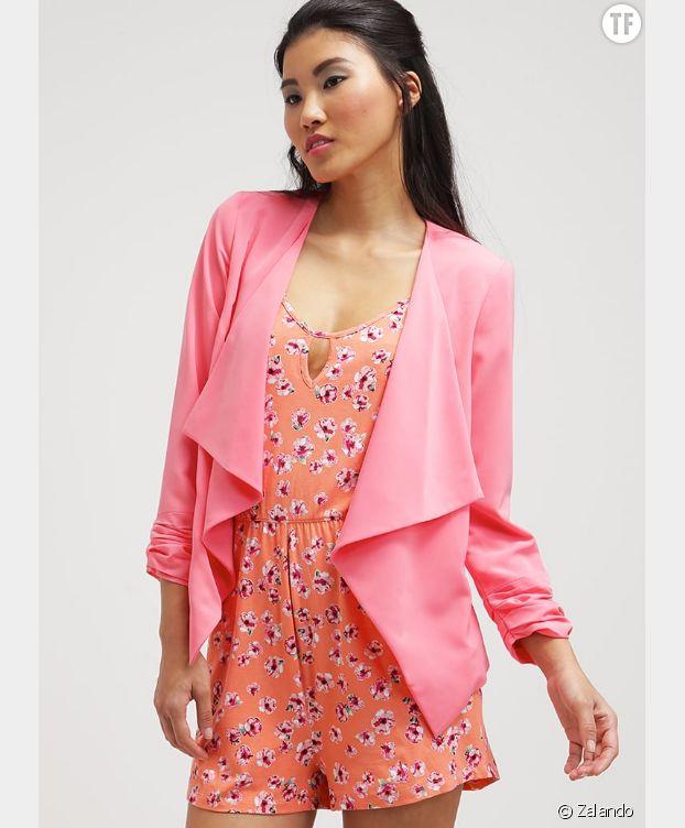 Un blazer rose, la pièce fun pour booster une tenue.