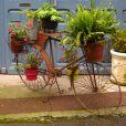 Un vélo pot de fleurs