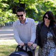 Gianluigi Buffon avec sa femme Ilaria D'Amico et leur fils Leopoldo se promène à Milan, le 27 avril 2016