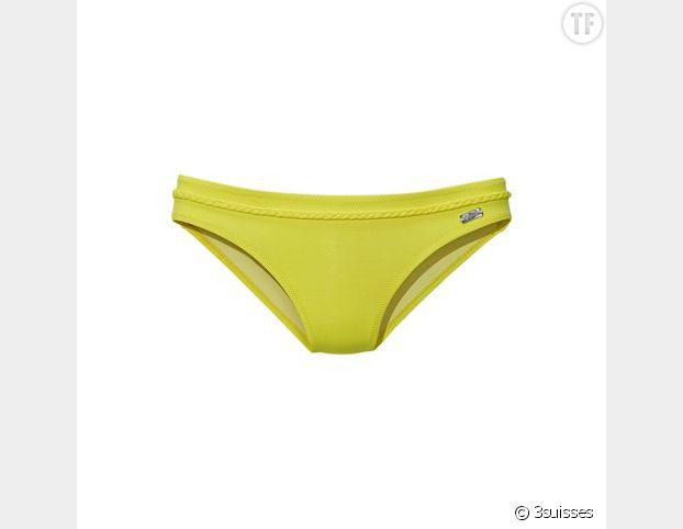 Le maillot de bain jaune, idéal pour faire ressortir son bronzage.