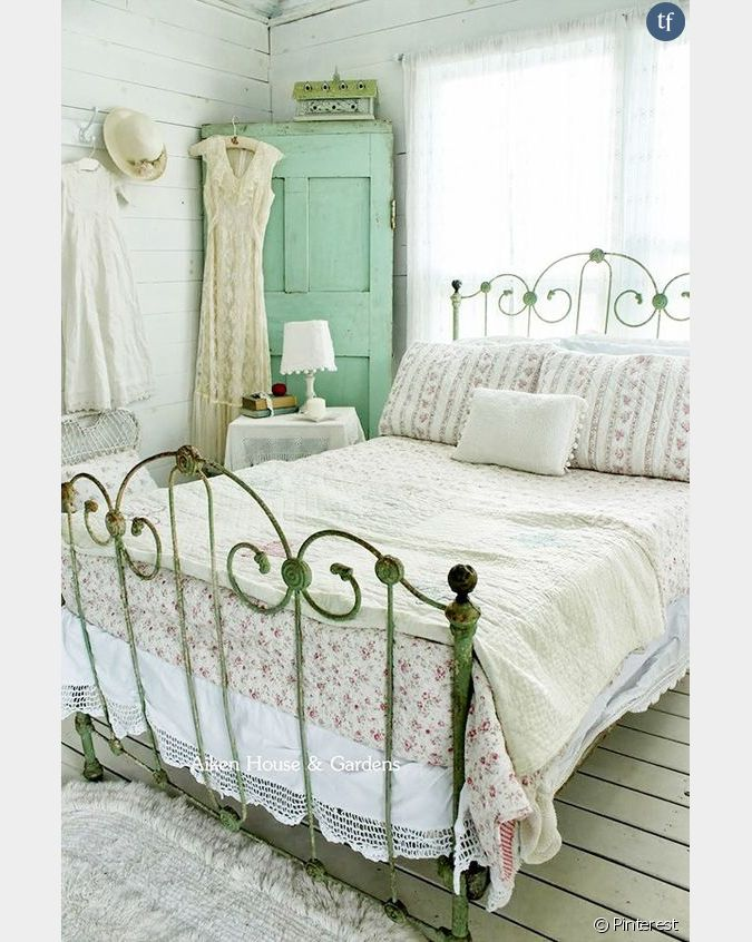 d coration shabby une chambre coucher campagnarde. Black Bedroom Furniture Sets. Home Design Ideas