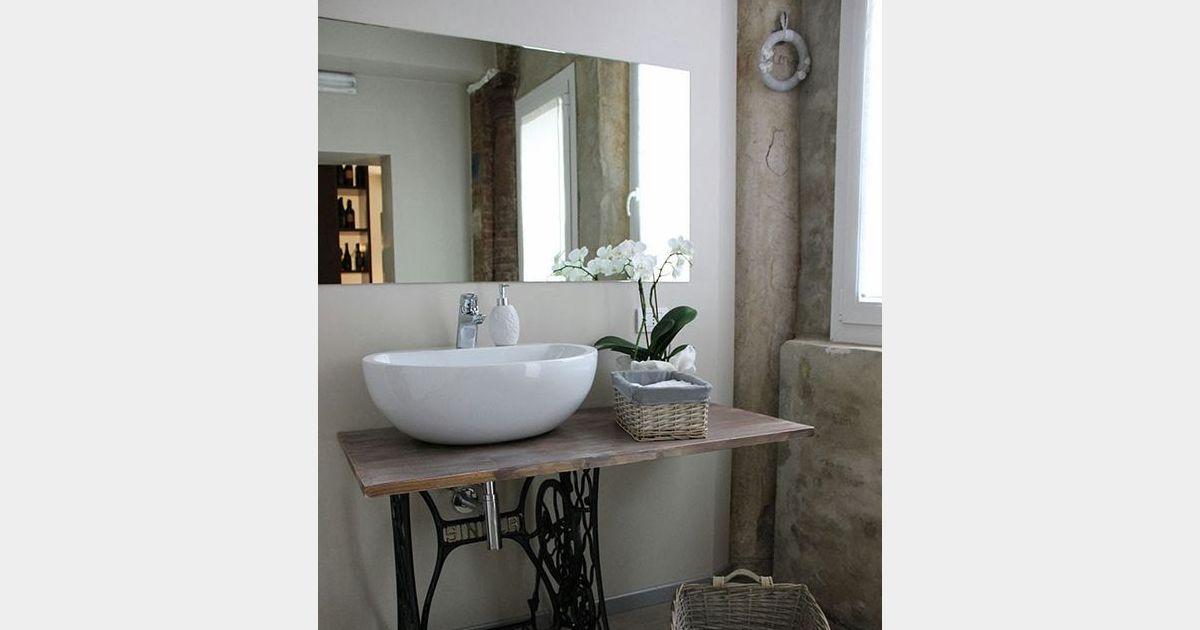 D coration shabby une salle de bain avec des meubles de for Job decoration interieur