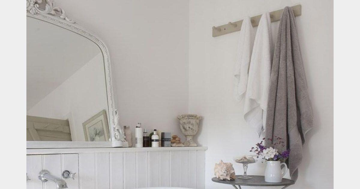 d coration shabby une salle de bain simple et neutre. Black Bedroom Furniture Sets. Home Design Ideas
