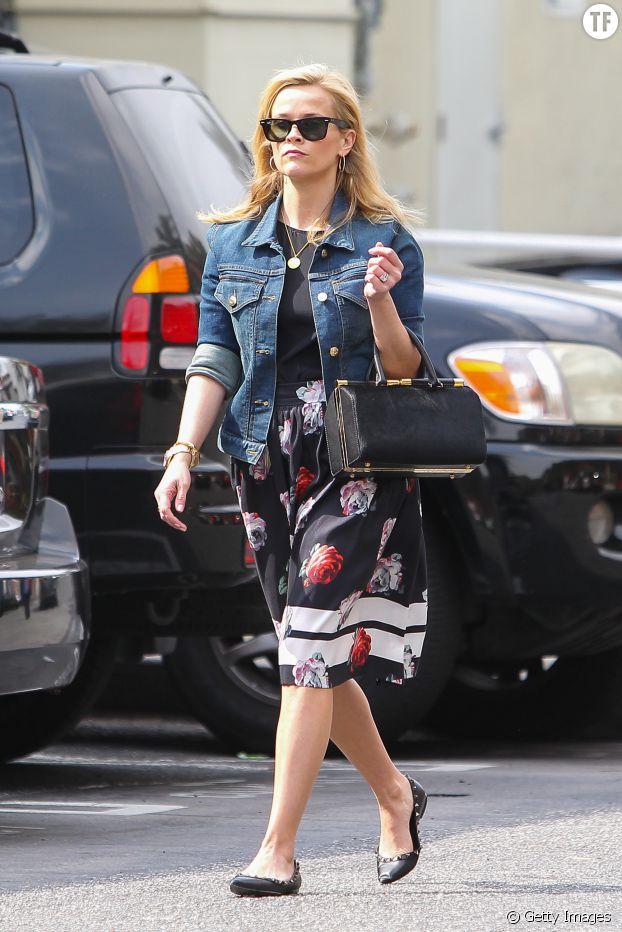 Veste en jean ou pas, Reese Witherspoon reste très élégante.