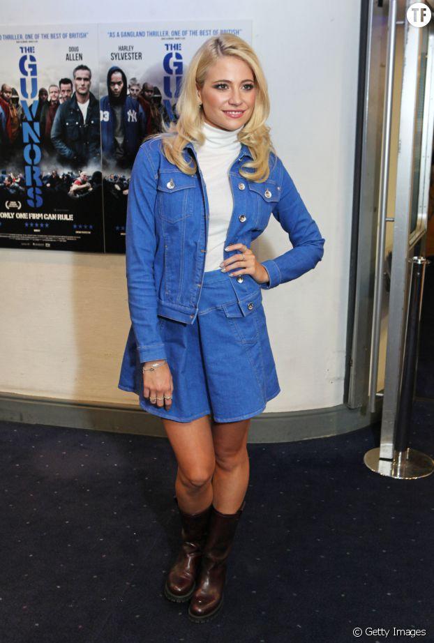 Pixie Lott a de faux airs de cow-girl américaine dans cet ensemble en jean.