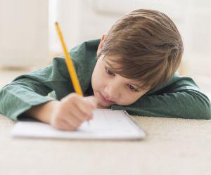 Pourquoi les enfants de l'ère digitale devraient continuer à écrire à la main