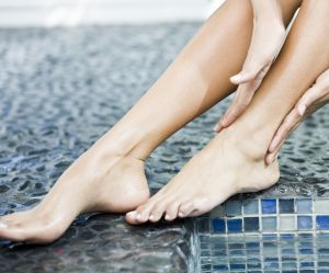 Jambes lourdes, pieds gonflés : comment les soulager ?
