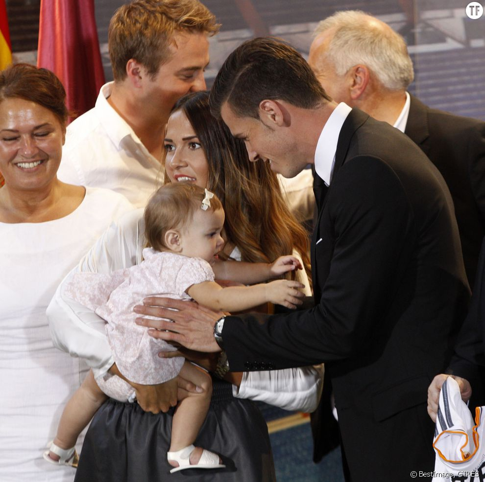 Gareth Bale, sa femme Emma Rhys Jones et leur fille Alba en 2013