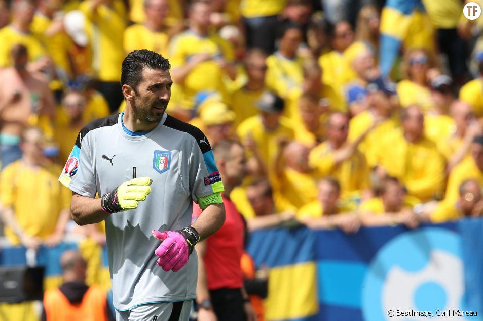 Gianluigi Buffon pendant le match de l'équipe de Suède contre l'équipe d'Italie à Toulouse lors de l'UEFA Euro 2016, le 17 juin 2016