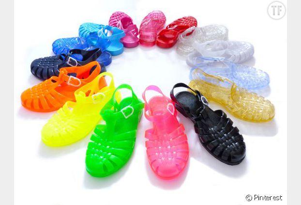 Les sandales en plastique