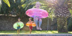 10 idées de jeux pour enfants pour s'amuser à la piscine ou à la mer