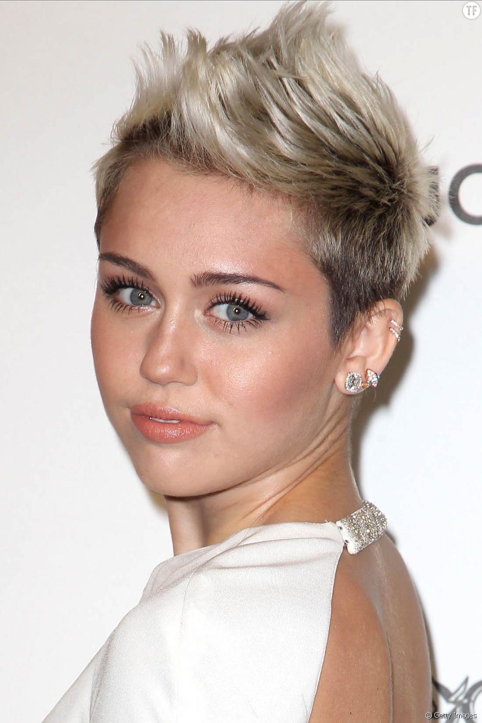 On valide la coupe courte de Miley Cyrus. Une coiffure qui donne beaucoup de texture aux cheveux fins.