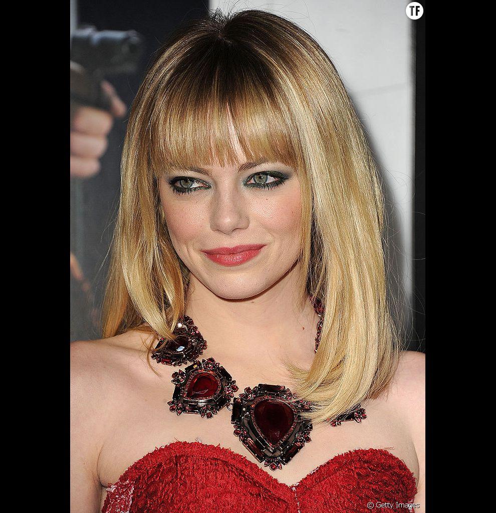 On aime les cheveux fins d'Emma Stone qui gagnent en volume grâce à cette frange droite parfaitement maîtrisée.