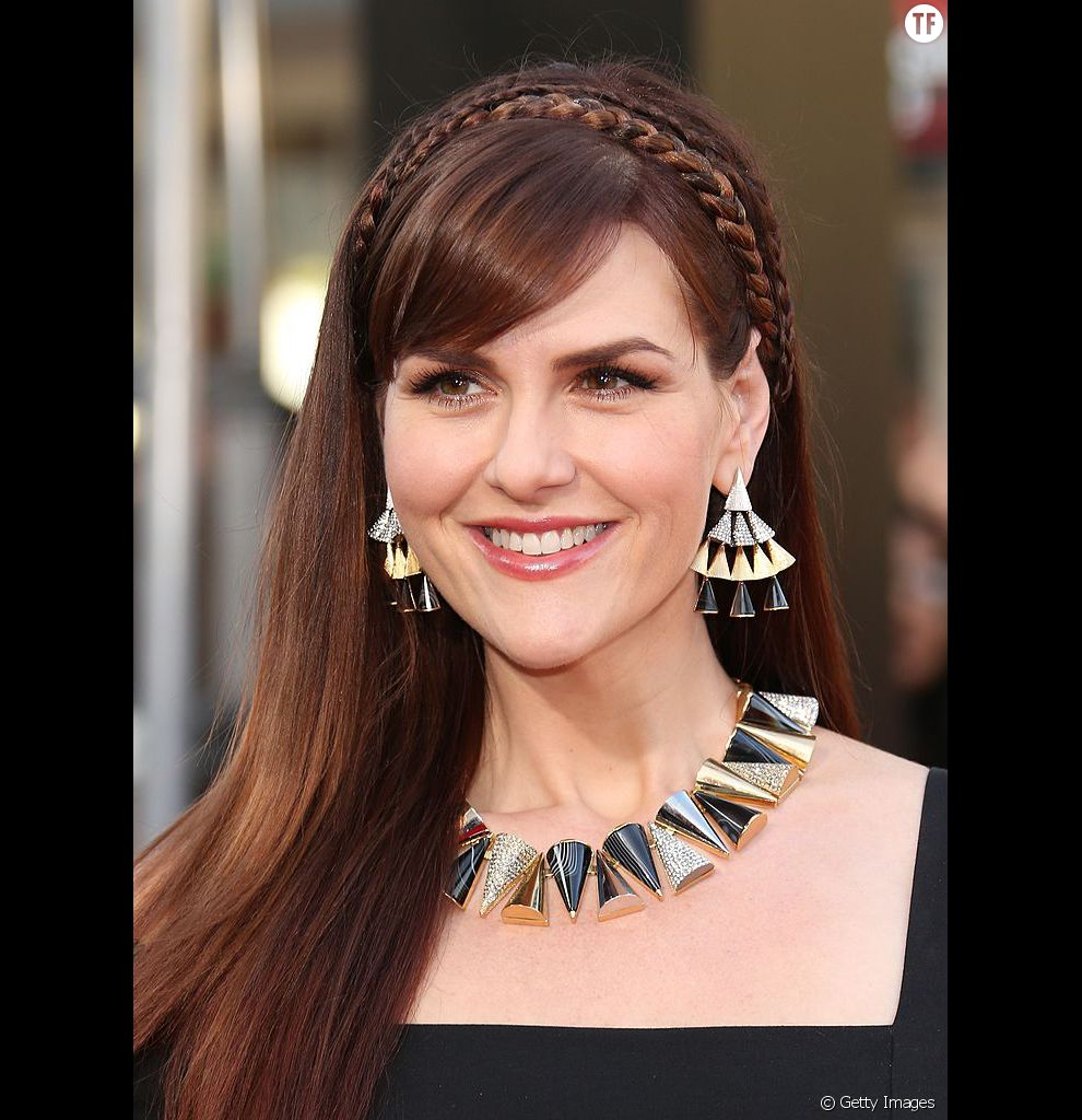 On se laisse tenter par cette double couronne de tresses, qui donne incontestablement du volume aux cheveux fins.