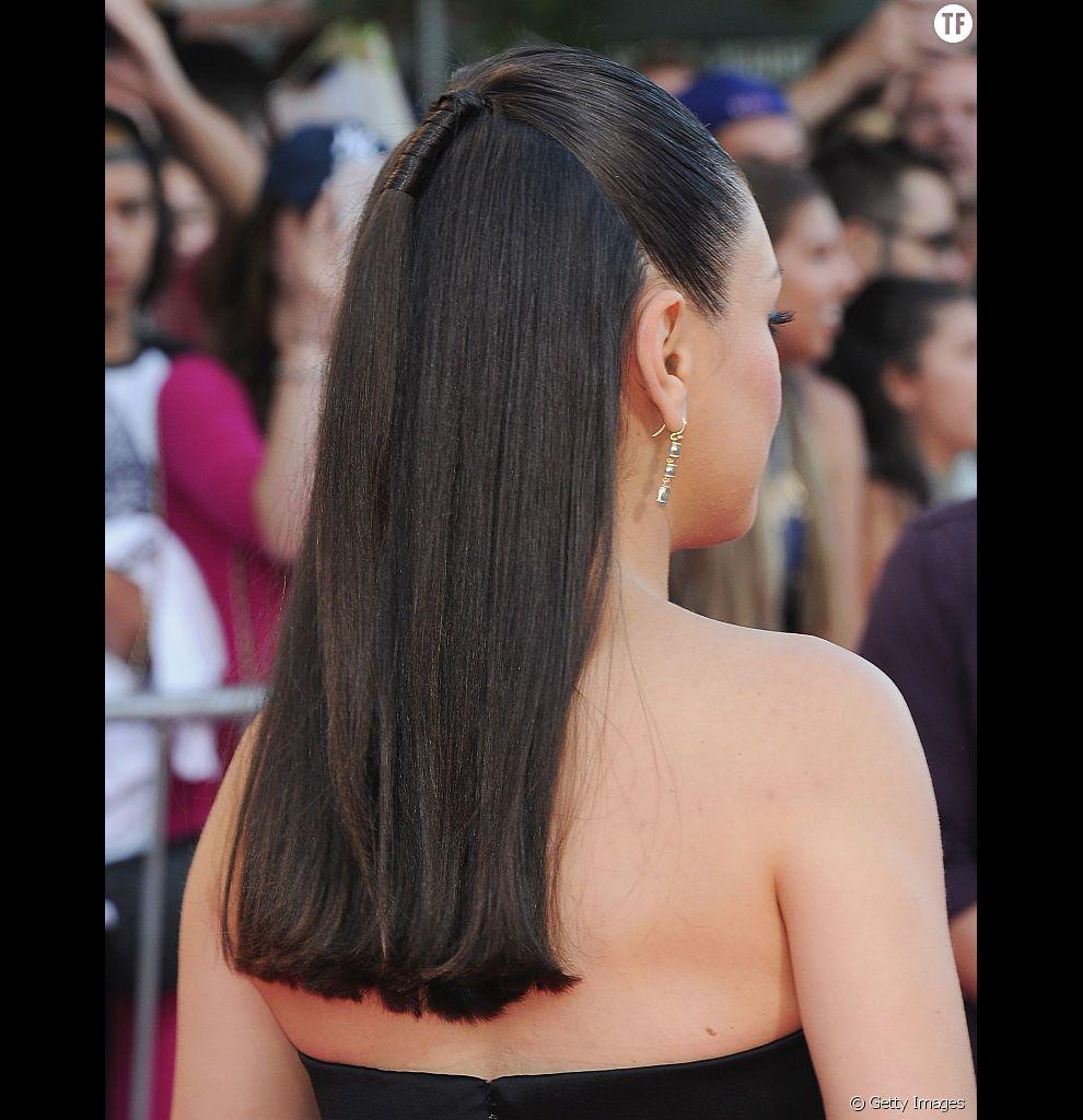 Mila Kunis nous épate avec cette minuscule que de cheval, qui fait toute la différence sur des cheveux fins.