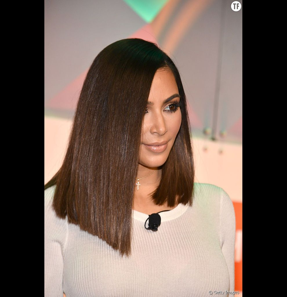 Une fois n'est pas coutume, Kim Kardashian se montre très élégante avec ses cheveux fins et son carré long ultra sophistiqué.