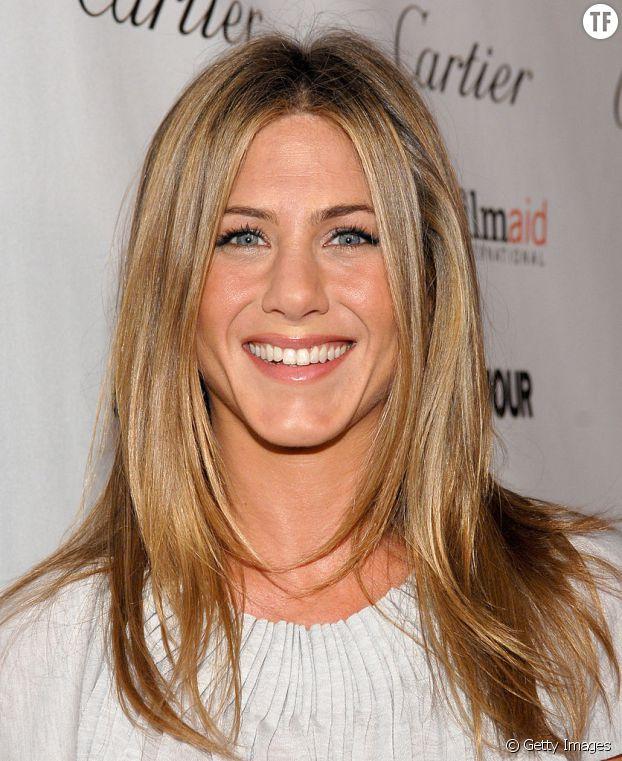Une coiffure lumineuse pour un résultat très naturel, c'et(s l'exploit capillaire de Jennifer Aniston.