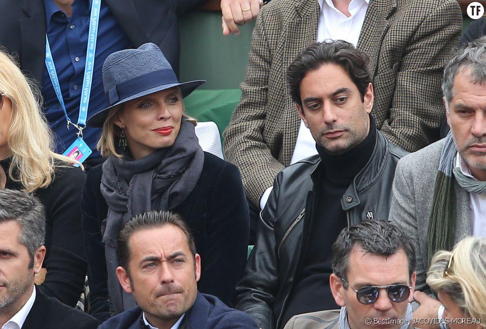 Sylvie Tellier et son compagnon Laurent dans les tribunes de la finale homme des internationaux de France de Roland Garros à Paris le 5 juin 2016.