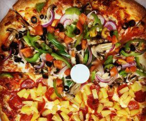 A quoi sert la petite table qui se trouve sur notre pizza ?
