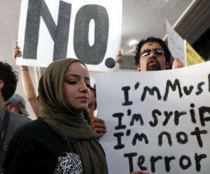 Muslim Ban : le décret a failli séparer ces deux soeurs et leur mère pour toujours