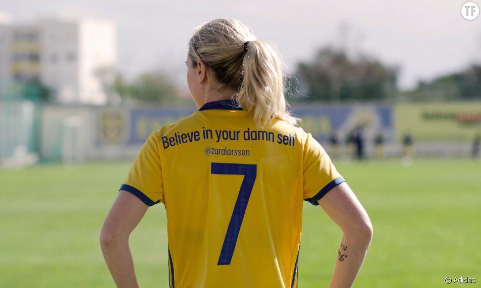 Suède : les maillots de l'équipe de foot féminine portent des slogans féministes
