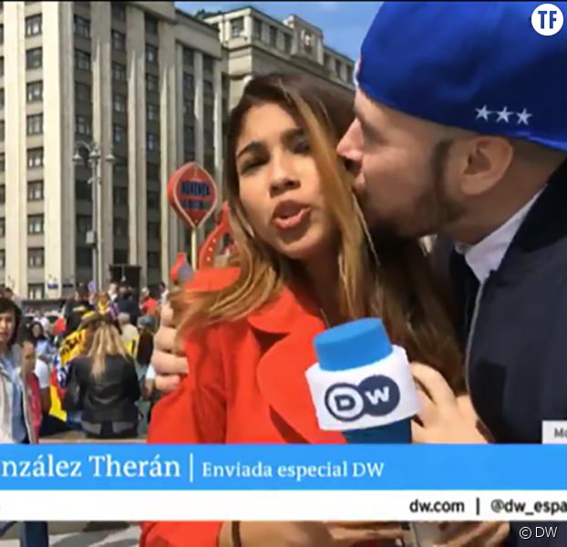 Mondial : il embrasse une journaliste et attrape sa poitrine en plein direct