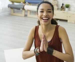 Faut-il se mettre au yoga du rire ?