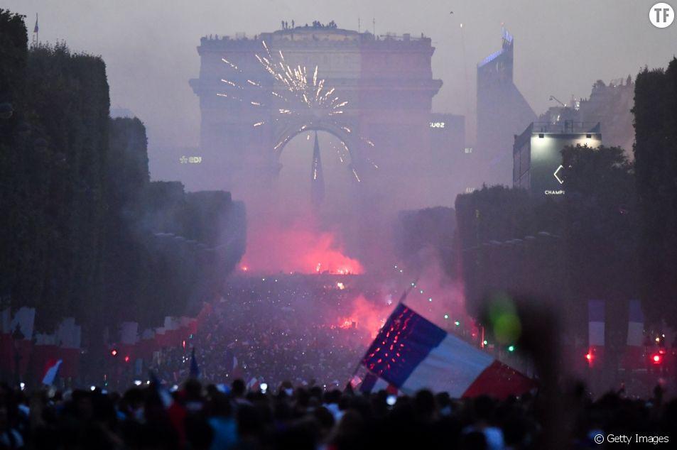 Le soir de la victoire de l'équipe masculine de football en Coupe du monde sur les Champs-Elysées.