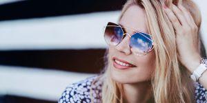 L'astuce toute simple pour empêcher ses lunettes de soleil de glisser de son nez