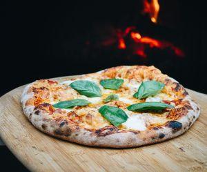 Oubliez le micro-ondes : voici la meilleure façon de réchauffer votre part de pizza