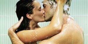 6 positions sexuelles pour faire l'amour sous la douche