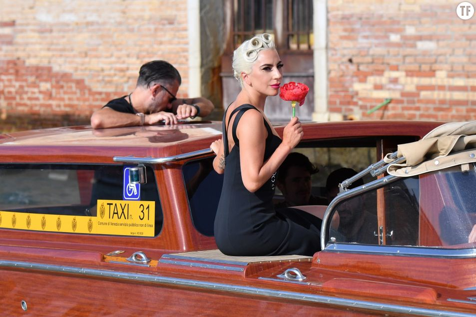 Lady Gaga et son compagnon Christian Carinois en route pour la 75e Mostra de Venise, jeudi 30 août 2018.