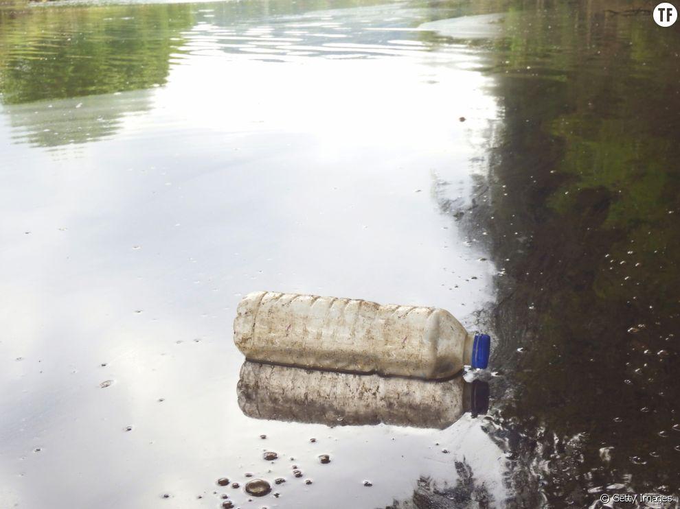 Pêcher des déchets plastiques à Amsterdam