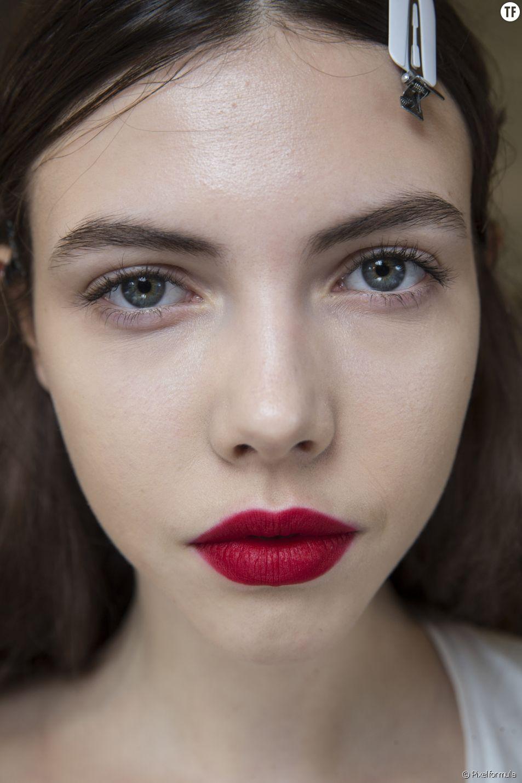 Les lèvres poudrées, la tendance coup de coeur de la saison.