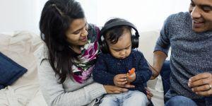 4 podcasts pour dédramatiser la parentalité