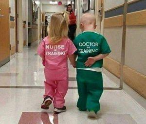 Cette photo sexiste de deux enfants à l'hôpital fait bondir les internautes