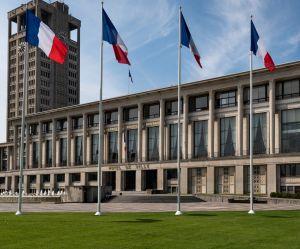 Accusé d'avoir envoyé des photos porno, le maire du Havre démissionne