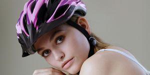 """""""Stupide et sexiste"""" : une campagne pour le casque à vélo crée un tollé en Allemagne"""