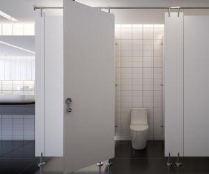 Il épiait ses collègues dans les douches et les toilettes par des trous qu'il avait percés