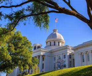 La loi anti-avortement la plus répressive des États-Unis a été votée en Alabama