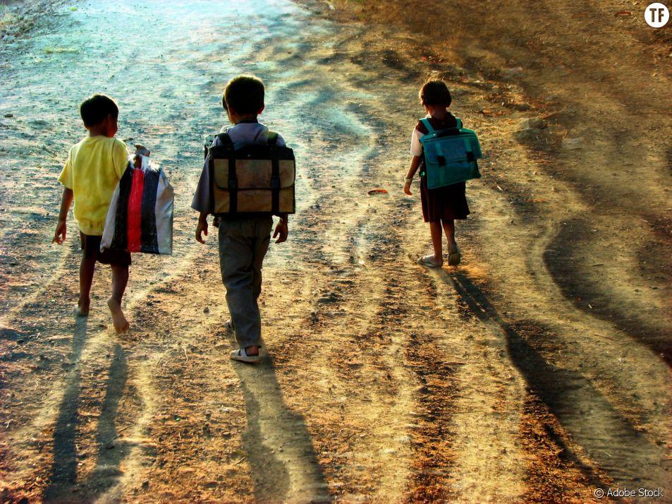 En Inde, des enfants paient leurs frais de scolarité avec du plastique usé