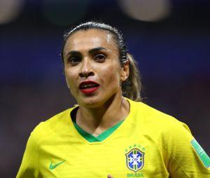 Pourquoi le rouge à lèvres de la footballeuse Marta est un symbole d'empowerment