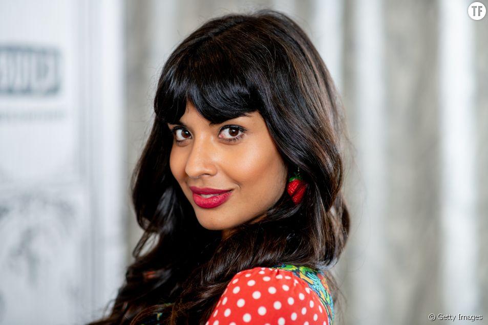 Jameela Jamil clashe les normes imposées par Instagram.