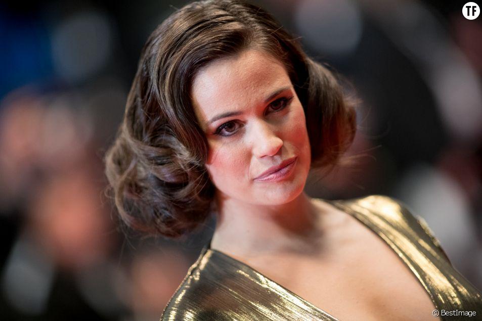 """Lucie Lucas pendant la montée des marches du film """"Sorry We Missed You"""" lors du 72ème Festival International du Film de Cannes, le 16 mai 2019."""