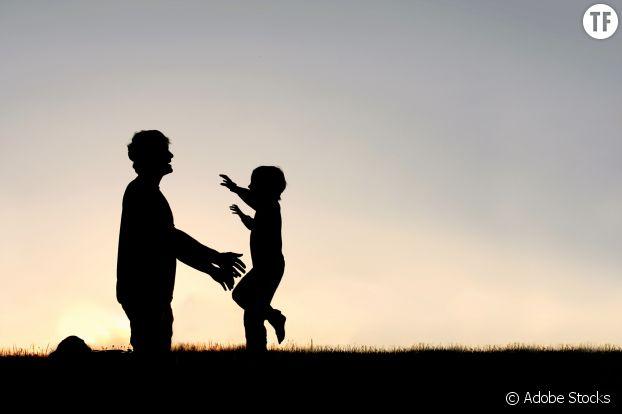 """Les """"hugs"""" privilégiés chez les nouveaux pères."""