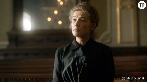 Rosamund Pike incarne Marie Curie pour Marjane Satrapi.